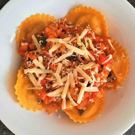 Studentenmaaltijd – Gezonde vegetarische ravioli met tomatensaus